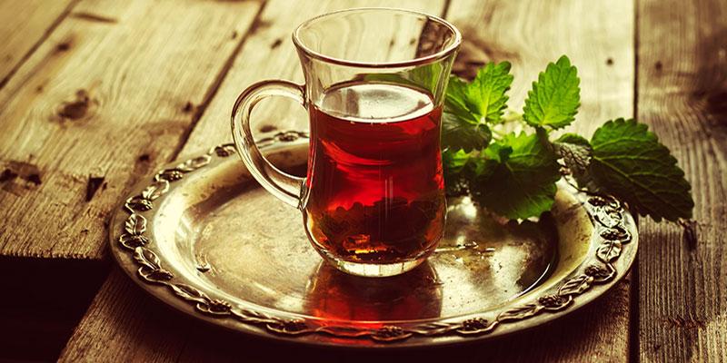 Le thé vert serait plus efficace que les antibiotiques