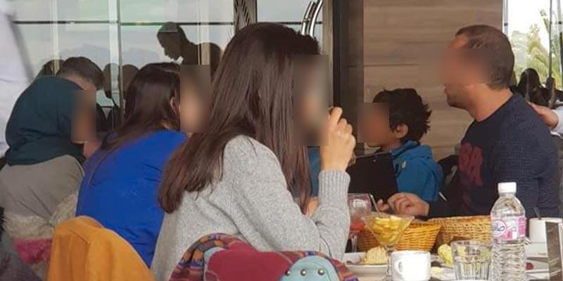 Les deux petits mendiants ont-ils été vraiment refoulés du café The Gate?