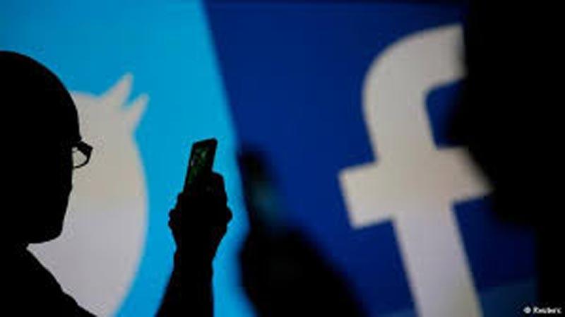 العالم ''يفقد الثقة'' في فيسبوك وتويتر