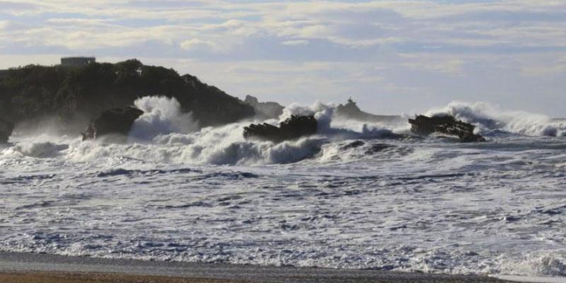 الرصد الجوي: شدة الرياح تتطلب اليقظة والنشرات التحذيرية سارية المفعول بكافة المجالات البحرية