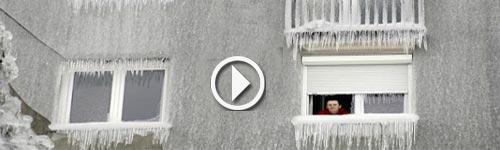حين يغطي الجليد نوافذ المنازل الأوروبية تابع الفيديو