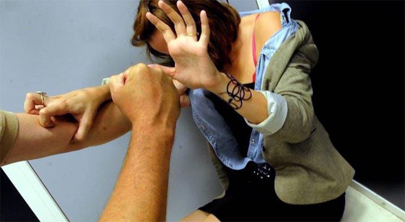 سفير في الكويت يحاول اغتصاب موظفة داخل مكتبه