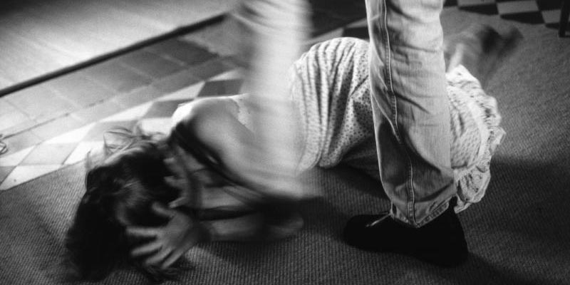 سوسة:  تلميذة تتعرّض إلى الإعتداء بالعنف من قبل والدها