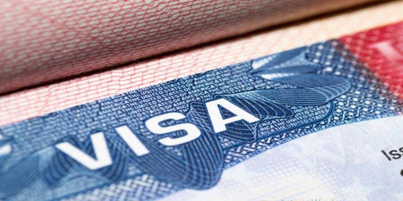 أمريكا تعلق خدمات التأشيرات في جميع أنحاء العالم بسبب كورونا