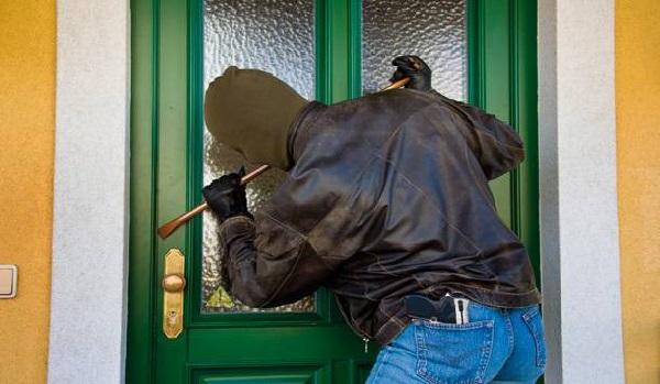 a2c6df47e25e55 Mehdi Ben Gharbia a été alerté par son gardien qu un individu a essayé de se  faufiler dans la maison.