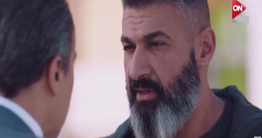 بالفيديو :ياسر جلال يكشف سر لوك الذقن في مسلسل 'رحيم'