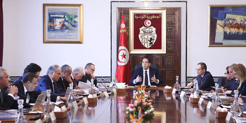 Les ministres travaillent dans des conditions difficiles, selon Chahed