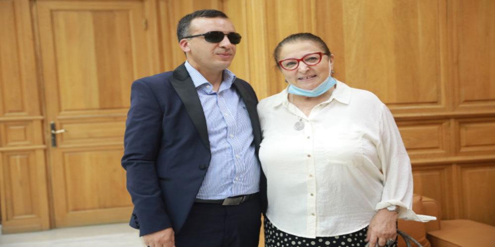 وزير الشؤون الثقافية يستقبل الممثلة القديرة منى نور الدين