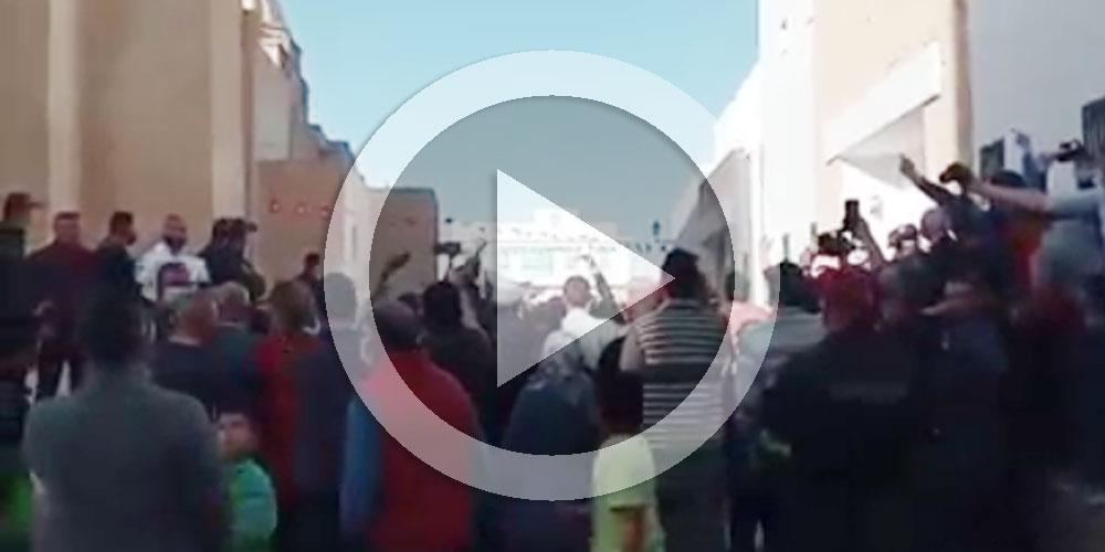 بالفيديو :  رفع شعار ديڨاج في وجه هشام المشيشي في القيروان