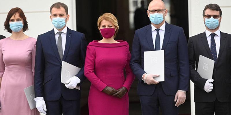 En vidéo : masques sur le visage et gants aux mains, le gouvernement slovaque a prêté serment