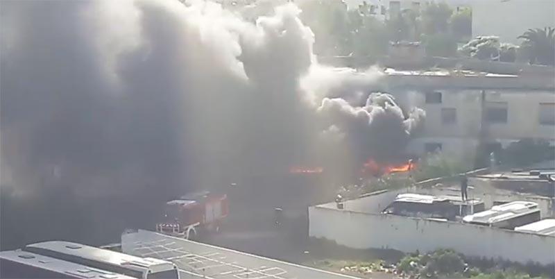 بالفيديو: اندلاع حريق بمستودع الحجز البلدي شارع محمد الخامس