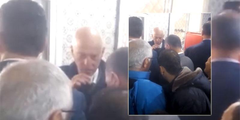 بالفيديو، قيس سعيد في مقهى شعبي بحي التضامن