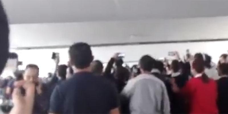 بالفيديو، هكذا استقبل جماهير الترجي فريق الاهلي بالمطار